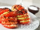 Рецепта Запечени домати с тиквички ветрило с хрупкава коричка от крутони и пармезан на фурна